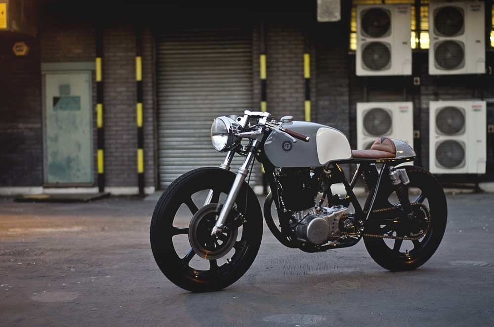Xjr Ca together with  further Maxresdefault in addition  additionally Tz Replica. on yamaha xs1100 cafe racer