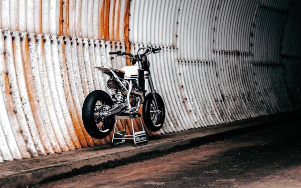 Husqvarna 501 Tracker by Loon Cycleworks