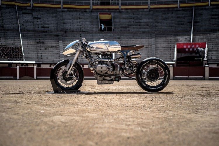 https://bikebrewers.com/wp-content/uploads/2017/05/BMW-R100RS-Silver-Bullet-10.jpg