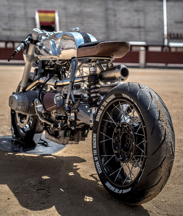 https://bikebrewers.com/wp-content/uploads/2017/05/BMW-R100RS-Silver-Bullet-16.jpg